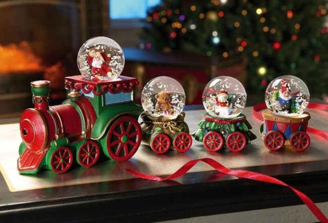 Santa's Collectible Christmas Miniature Snow Globe Train