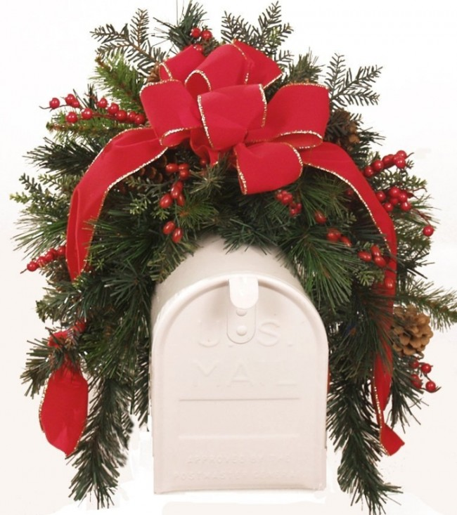 Christmas Mailbox Cover with Berries