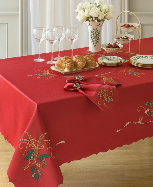 Holiday Nouveau Christmas Tablecloth