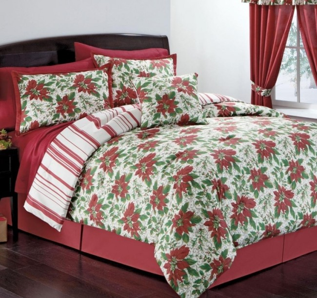 Poinsettia Wreath Comforter Set