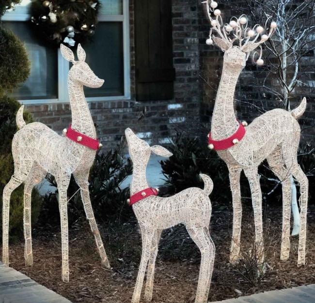 Indoor  Outdoor Set of 3 Lighted Christmas Holiday Deer Family