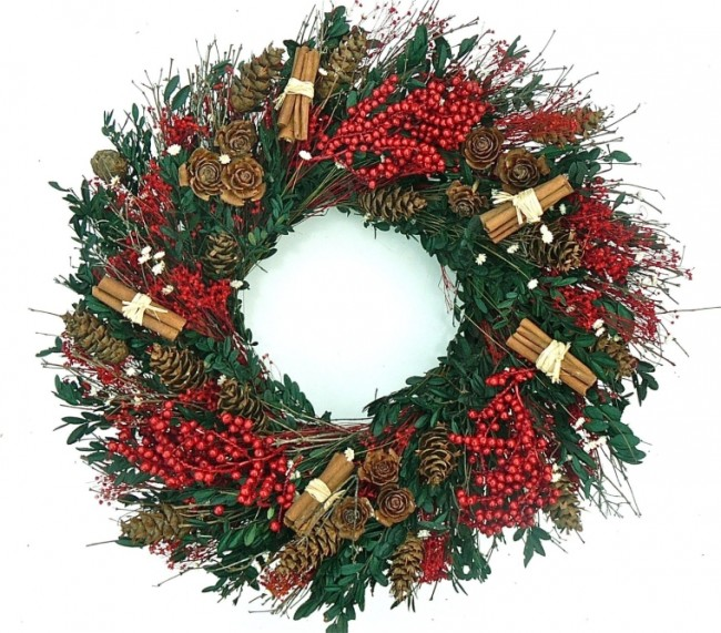 Cinnamon and Berry Elegant Boxwood Dried Holiday Door Wreath