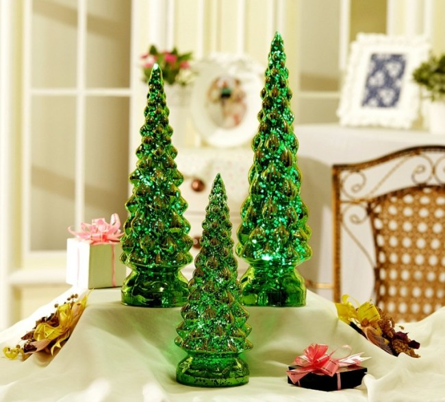 Lighting up Green Mercury Glass Christmas Tree Decoration