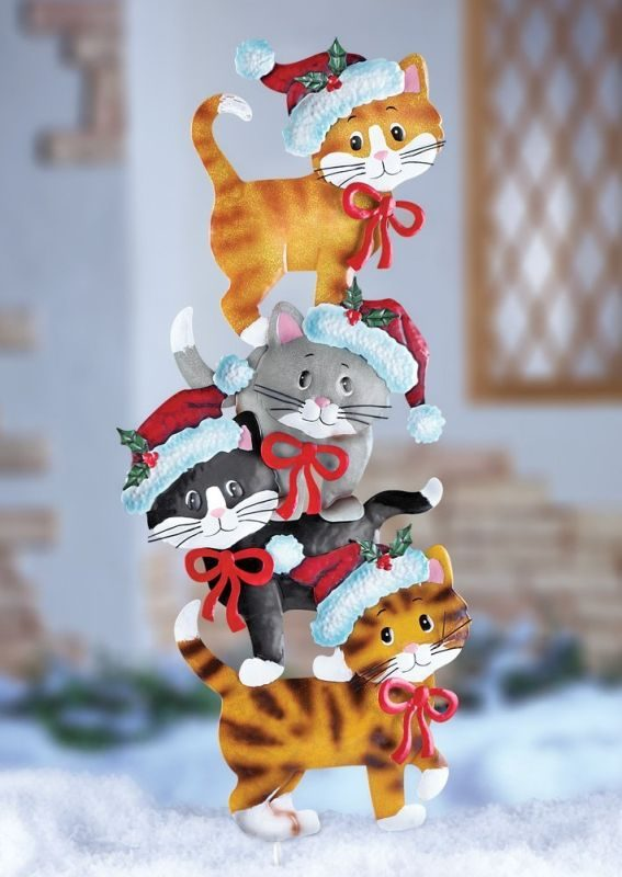 cats-whimsical-cute-festive-metal-cat-wearing-santa-hats-christmas-outdoor-yard-decoration