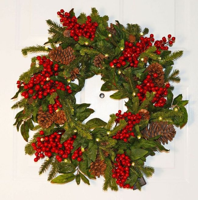 pre-lit-led-christmas-pine-wreath-with-pine-cones-and-red-berries