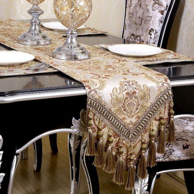 table-runner-handmade-tassel-embroidered-table-runners