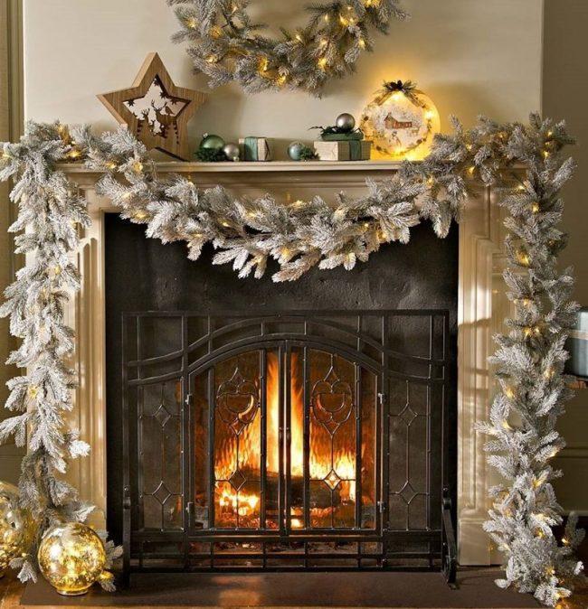 nordmann-fir-lighted-christmas-garland