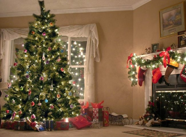 christmas-tree-with-350-clear-lights