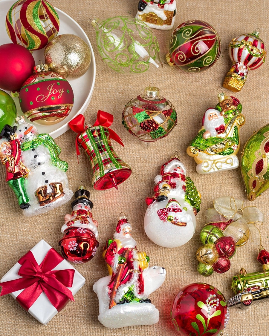 35 Piece Mistletoe and Holly Ornament Set